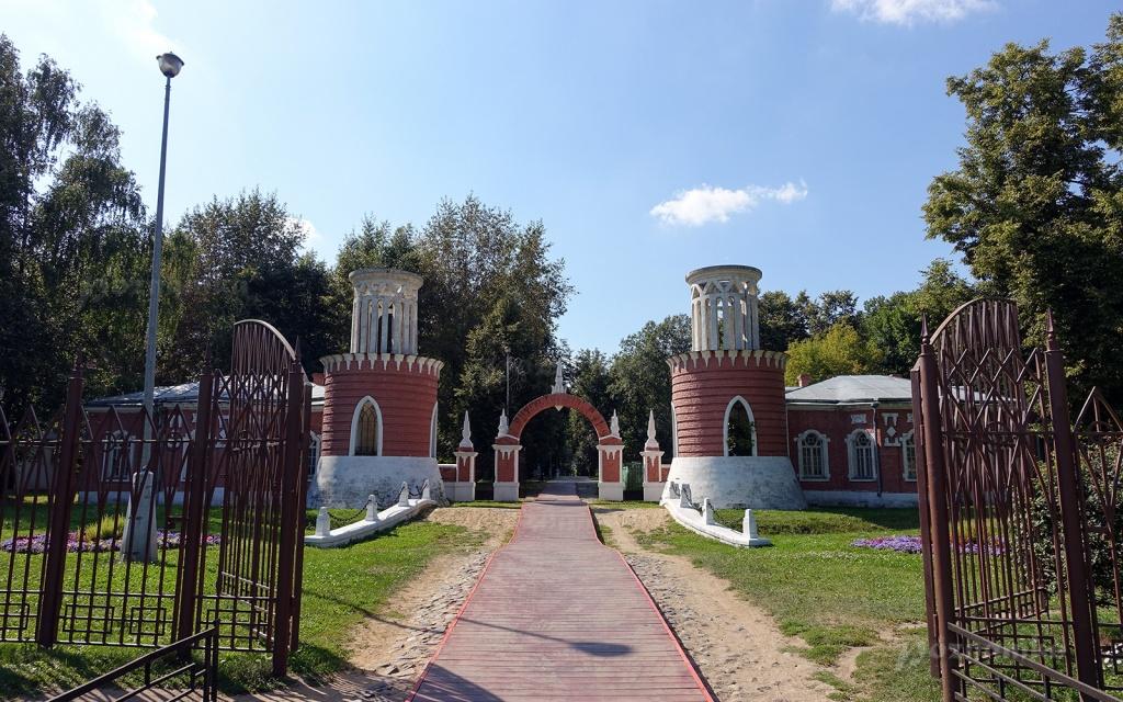 В ЮЗАО пройдет экскурсия «Зеленые исполины усадьбы Воронцово»