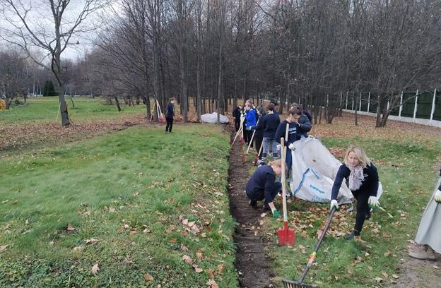 Осенние волонтерские сборы начала администрация Бутовского полигона